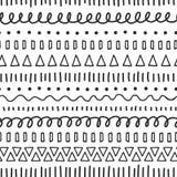 Zwart krabbels naadloos vectorpatroon Etnische en stammenmotieven Hand getrokken krabbelslagen, lijnen, driehoeken het herhalen vector illustratie