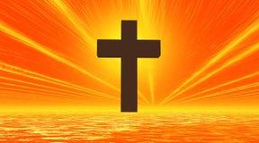 Zwart kruis in oranje hemel en overzees als achtergrond Stock Foto's