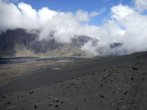Zwart lavagebied op vulkanisch eiland, Kaapverdië Stock Foto's