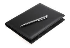Zwart leer datebook en pen Stock Foto