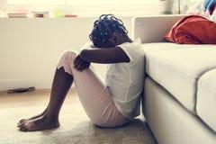 Zwart meisje met droefheidsemotie stock fotografie
