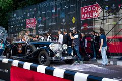 Zwart Mercedes 500K bij begin van 2012 1000 Miglia Royalty-vrije Stock Afbeeldingen