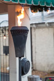 Zwart Metaal Tiki Torch Flaming stock fotografie