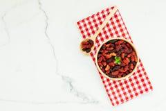 Zwart moerbeiboomfruit in kom Royalty-vrije Stock Foto