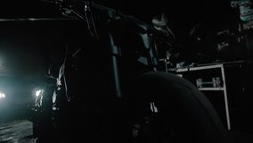 Zwart motorfietssilhouet in garage ghostbike stock video
