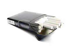 Zwart pak sigaretten. Royalty-vrije Stock Afbeeldingen