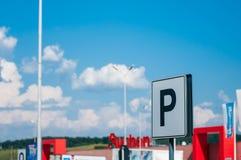 Zwart parkerenteken in de Promenada-wandelgalerij stock afbeeldingen