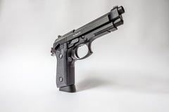 Zwart pistool op witte achtergrond Royalty-vrije Stock Afbeeldingen