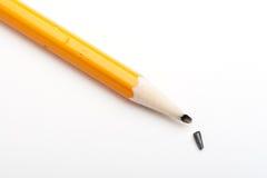 Zwart potlood met een gebroken punt Royalty-vrije Stock Afbeeldingen