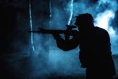Zwart silhouet van militair stock foto's