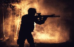 Zwart silhouet van militair royalty-vrije stock afbeeldingen