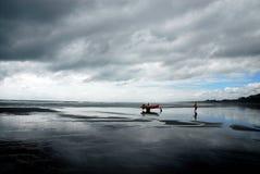 Zwart strand Stock Afbeeldingen