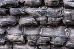 Zwart verkoold hout De gebrande achtergrond van de boomtextuur Gebrand logboekpatroon Stock Afbeeldingen