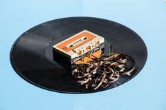 Zwart vinylverslag op gekleurde achtergrond Stock Foto