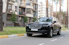Zwart Volvo XC90 in de straat Stock Foto