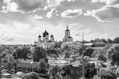 zwart-wit beeld Heilig Bogolyubovo-Klooster in zonnige de zomerdag, Vladimir-gebied, Rusland stock afbeeldingen