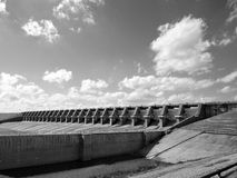 Zwart-wit beeld van de dam van het Reservoir van Kamers Richland. 2012 Stock Foto's