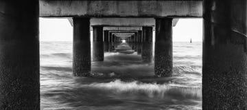 Zwart-wit beeld van Shorncliffe-Pijler Royalty-vrije Stock Foto's