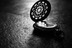Zwart-wit horloge Stock Afbeeldingen