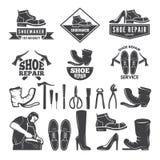 Zwart-wit illustraties van diverse hulpmiddelen voor schoenreparatie Etiketten of emblemen voor kledingsfabriek stock illustratie