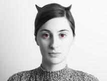 Zwart-wit Kwaad Vrouwenportret met Rode Ogen Stock Foto's