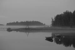 Zwart-wit landschap met boten Stock Afbeelding