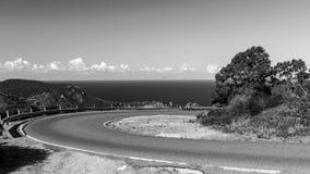 Zwart-wit landschap met een wegwoede Giglio Island Isola del Giglio, Toscanië, Italië stock foto's