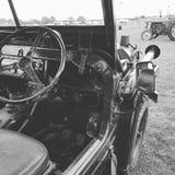 Zwart-wit militair voertuig royalty-vrije stock fotografie