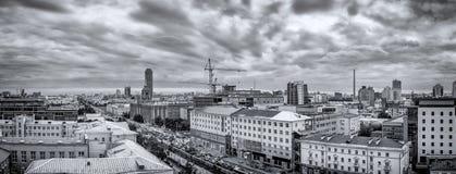 zwart-wit panorama commercieel centrum van Ekaterinburg, kapitaal van Ural, Rusland, gebied van 5 jaar, 15 08 het jaar van 2014 Stock Afbeelding