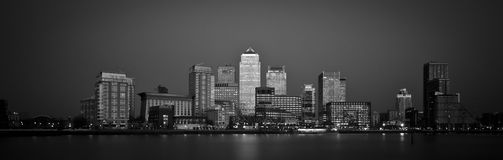 Zwart-wit panorama van Canary Wharf in Londen Stock Fotografie