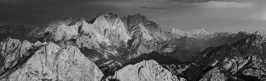 Zwart-wit Panorama van Julian Alps van Mangart-Pas, het nationale park van Triglav, Slovenië, Europa stock afbeelding