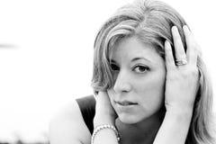 Zwart-wit portret van blonde vrouw Royalty-vrije Stock Fotografie