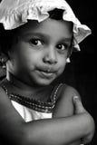 Zwart-wit portret van een meisje Stock Afbeeldingen