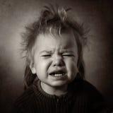 Zwart-wit portret van een schreeuwende baby Stock Foto
