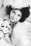 Zwart-wit portret van jonge donkerbruine bruid Stock Foto