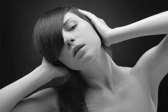Zwart-wit portret van jonge vrouw Royalty-vrije Stock Afbeeldingen