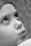 Zwart-wit portret van meisje Stock Foto