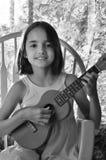 Zwart-wit Portret van Meisje met Ukelele Royalty-vrije Stock Afbeeldingen