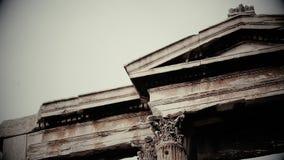 Zwart-wit schot van oud Grieks of Roman architectuurontwerp, oude film stock videobeelden