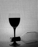 Zwart-wit van het Glaswerk van de Wijn Ontwerp Als achtergrond. Royalty-vrije Stock Foto