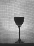 Zwart-wit van het Glaswerk van de Wijn Ontwerp Als achtergrond. Royalty-vrije Stock Afbeeldingen