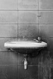 Zwart-wit van oude wasbak Stock Foto's