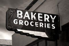 Zwart-wit Versleten Bakkerij en Kruidenierswinkelsteken Royalty-vrije Stock Fotografie