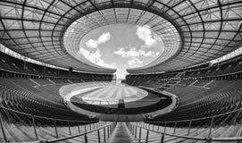 Zwart-wit voetbalhof met groene gras dag leeg royalty-vrije stock afbeeldingen