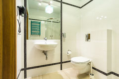 Zwart-witte badkamers Royalty-vrije Stock Foto's