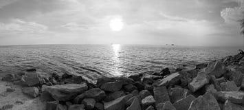 Zwart-witte de zonsondergang van Pantairemis Stock Foto's