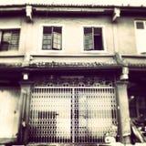 Zwart-witte foto oude koloniale Chinese winkel Royalty-vrije Stock Foto's