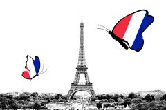 Zwart-witte foto van het panorama van Parijs met een mening van de Toren van Eiffel met vlinders rond in de kleuren van de nation royalty-vrije stock foto