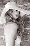 Zwart-witte foto van jonge vrouwen Stock Fotografie