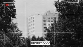 Zwart-witte kabeltelevisie-cameralengte, openbaar toezicht, misdaaddocumentaire stock footage